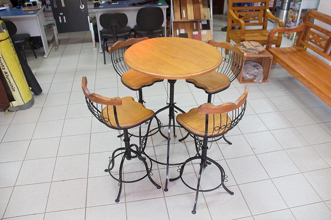 mesa bistro e bancos